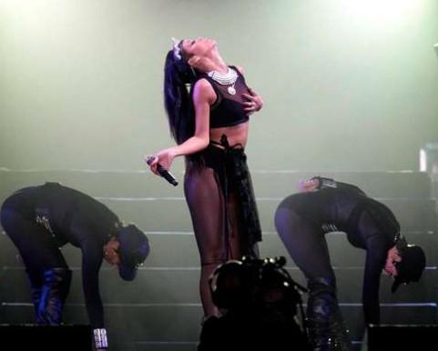 Rihanna reginetta provocante: tutto esaurito e fan impazziti nel concerto a Tel Aviv